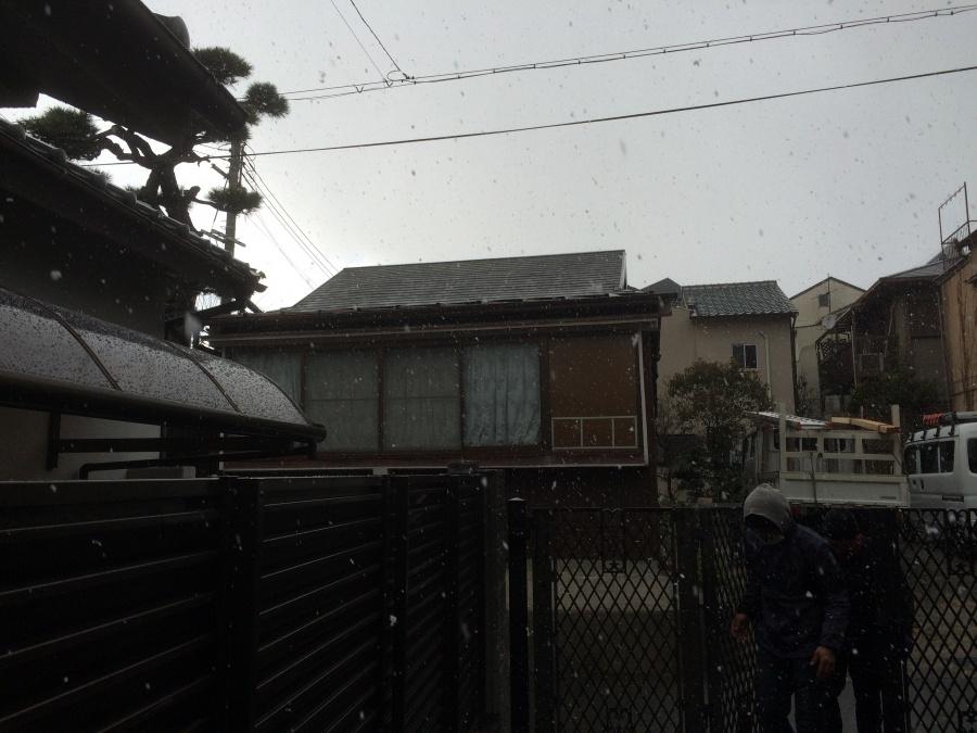 屋根カバー工事中の降雪