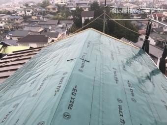 構造用合板12mmを張り防水シートを敷き込み防水機能を持たせます。