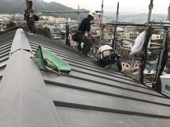 板金屋根材立平を施工していきます。
