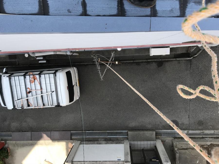 アンテナをロープで降ろします。