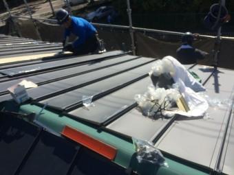 ガルバリウム鋼板せい立平の葺き替え
