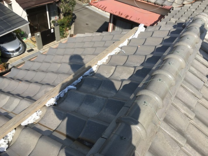 屋根足場の架設 漆喰飛散防止養生