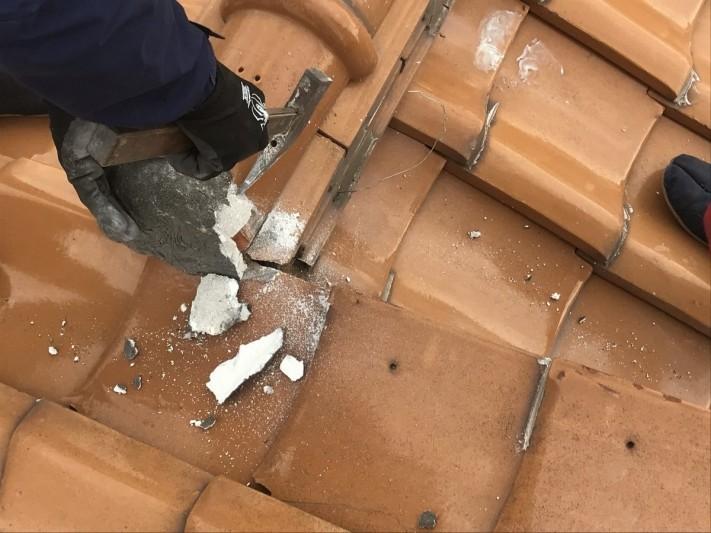 雨漏りした瓦屋根修理 棟を一部解体