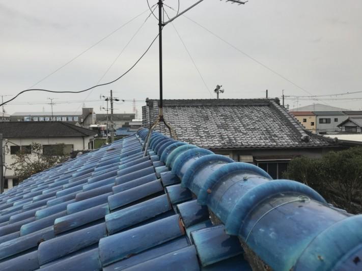 屋根に上り調査を開始いたします。