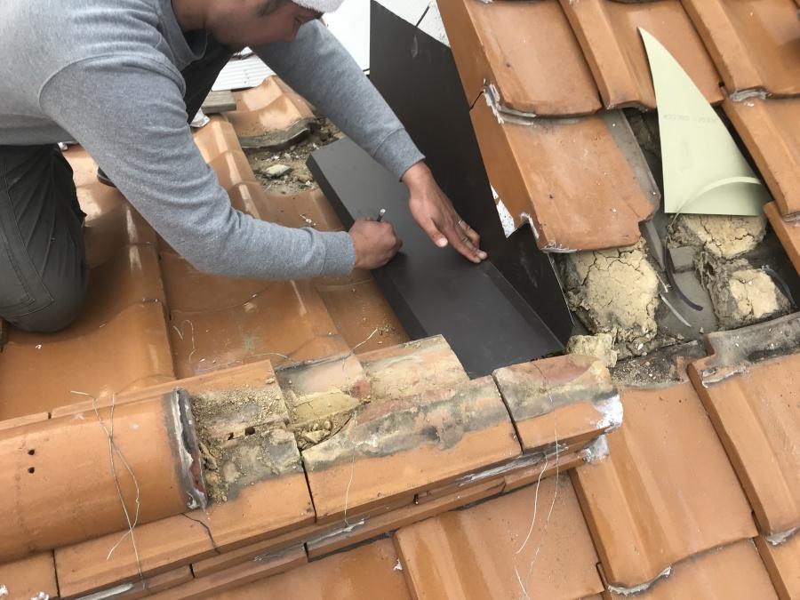 ガルバリウム鋼板をお住まいに合わせて加工します。