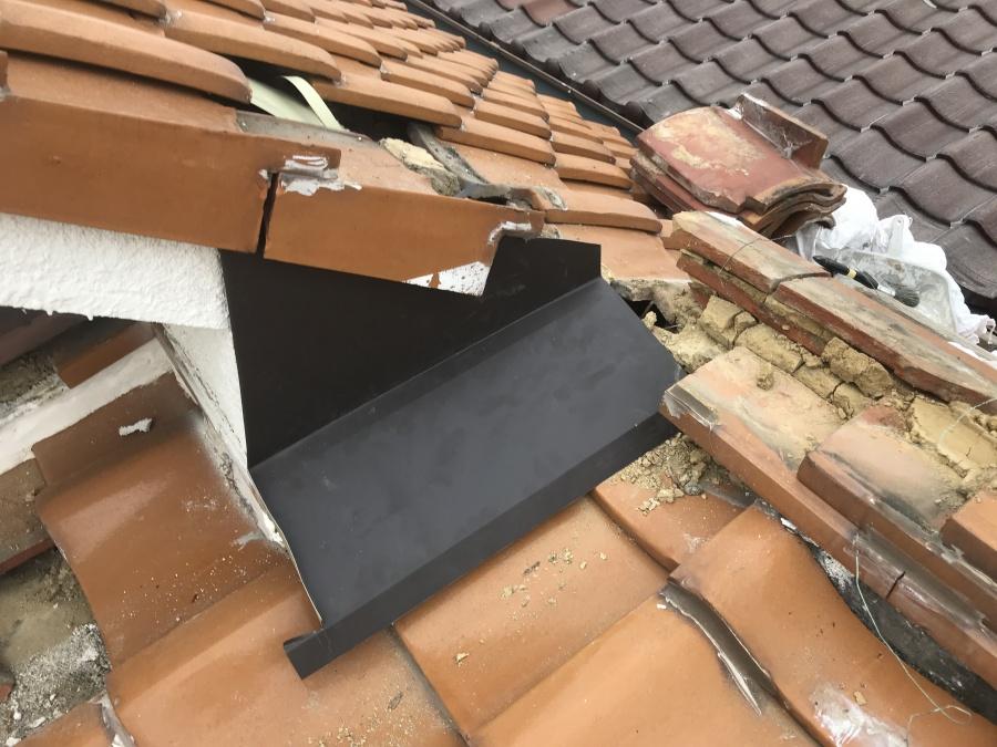 ガルバリウム鋼板雨押え取付完了