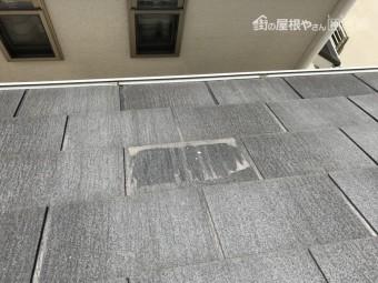 一部割れて破損したスレート屋根