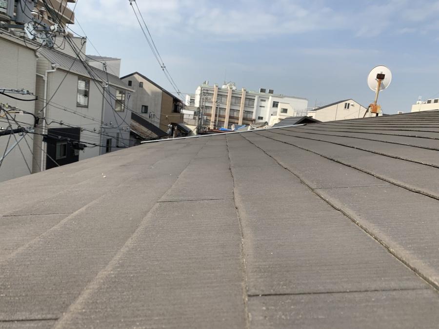 屋根勾配が緩くカラーベストの施工には適していません。