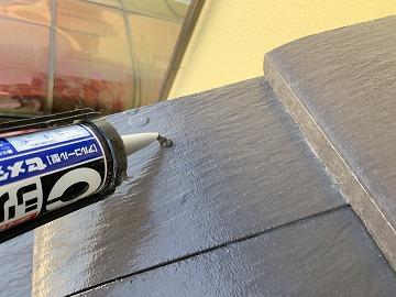 屋根修繕で釘頭シーリング打ち