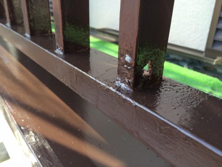 手摺の塗装、サビにより穴あきがあったため、後ほど補修を行います!