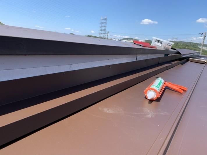 屋根工事時に壁際雨押え取付 立平屋根