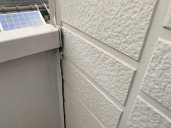 雨漏り調査 ベランダと壁の隙間を見つけました。