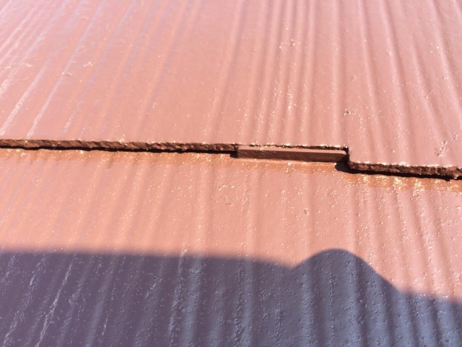 コロニアル屋根塗装、タスペーサーを施工しています!