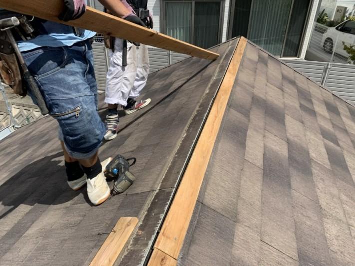 屋根頂点の棟下地貫板撤去