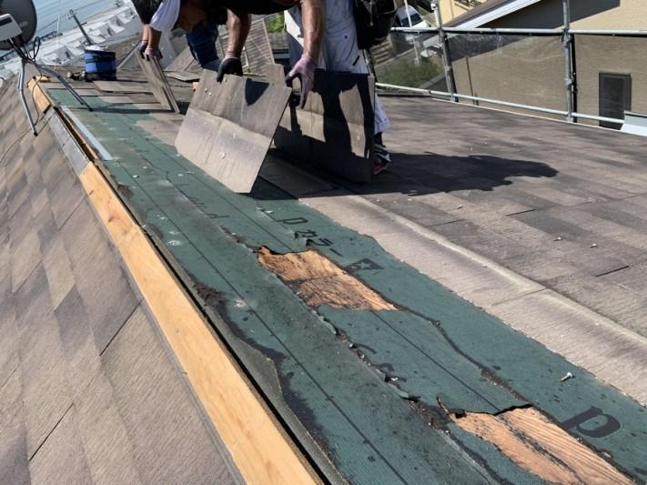 屋根リフォーム時にカラーベストを撤去します。