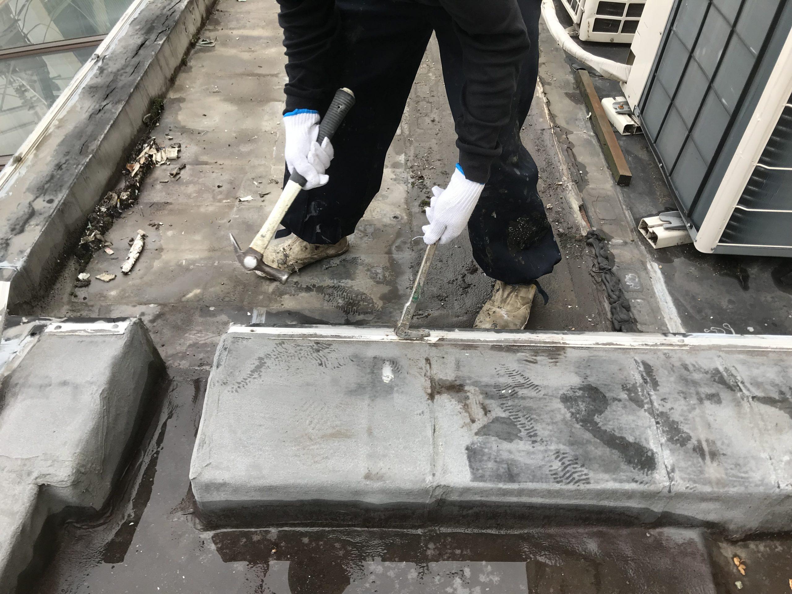 陸屋根雨漏り改修開始アングルの撤去