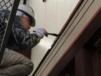 鉄部のサビ止めの上から上塗りを行います!