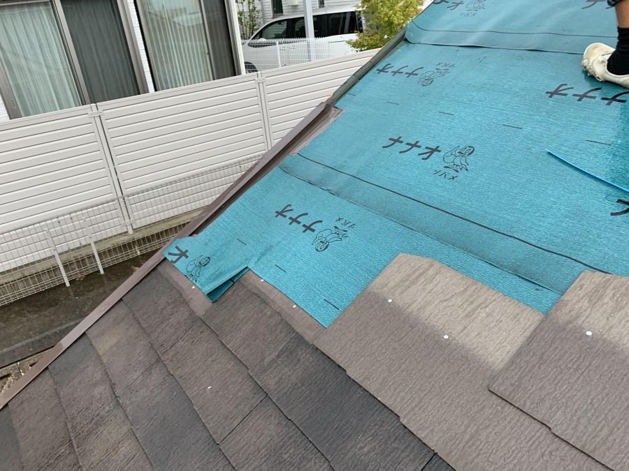 屋根リフォーム時の防水シート張り(アスファルトルーフィング)