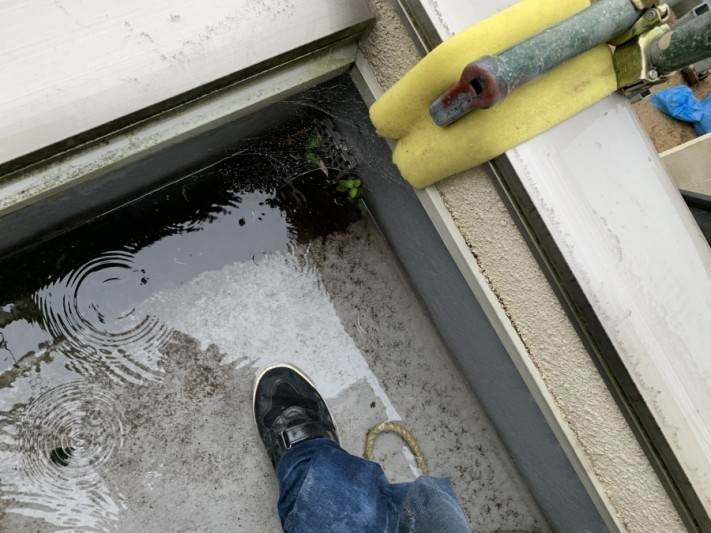 玄関上陸屋根排水溝のつまり
