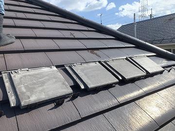 屋根修繕時に廃盤商品のサイズに合わすため、瓦の幅をカットした瓦