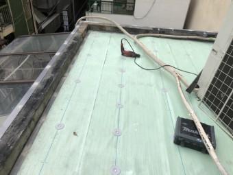屋上防水工事で土間にUPディスク取付
