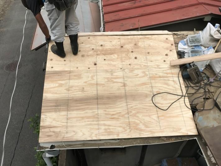 野地板を屋根面に新しくします。