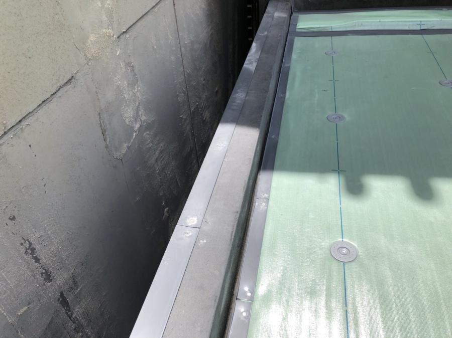 防水工事で塩ビ鋼板類取付完了