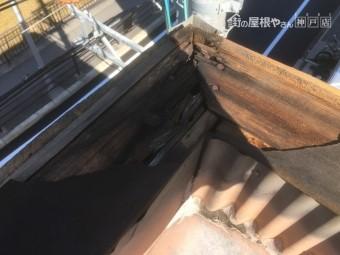 雨漏り箇所調査 笠木板金の下地の木