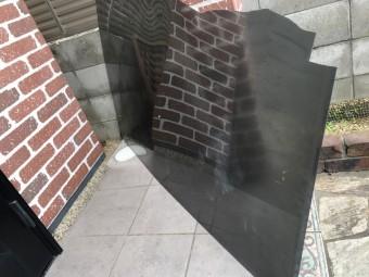 台風で割れたベランダテラスのパネル
