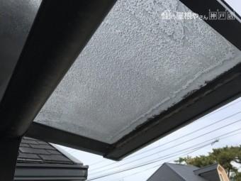 ベランダテラスの劣化したパネル屋根