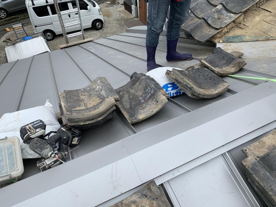屋根取り合いの谷復旧に使う地瓦