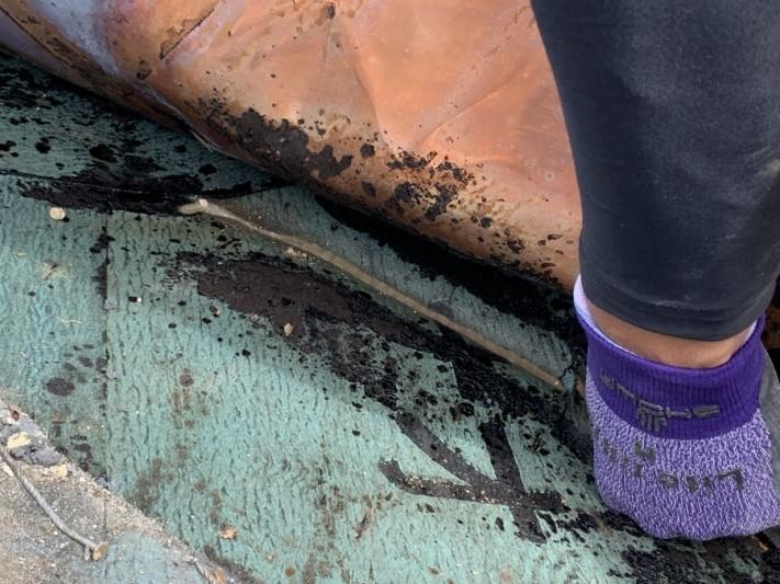 谷板金を捲り雨がひりこんでいる跡を確認