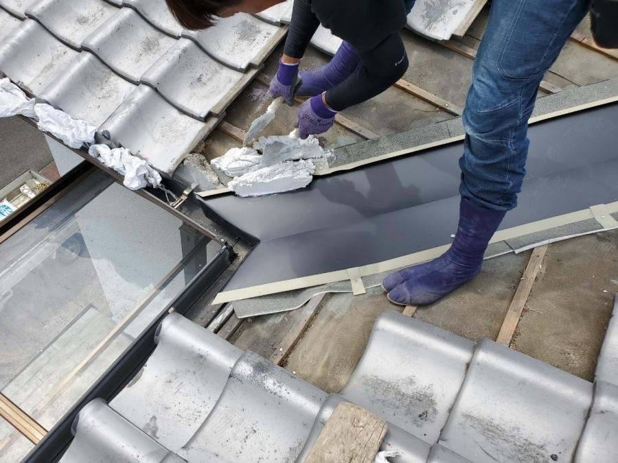 屋根修繕で谷廻りの瓦復旧 下地のなんばん施工。