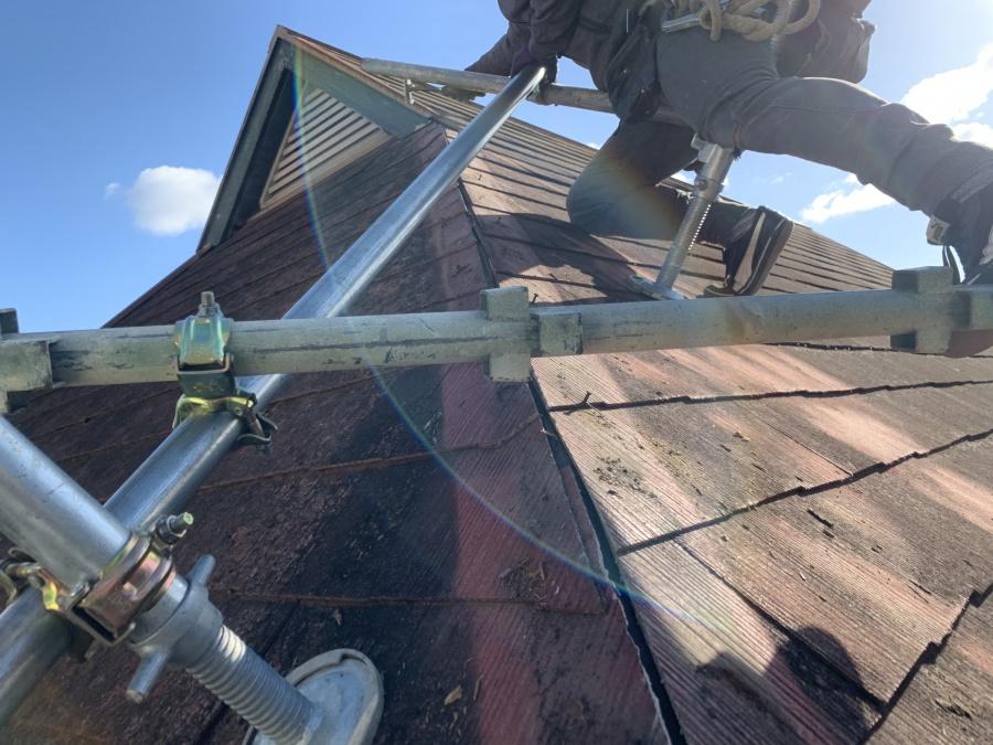 屋根工事で棟板金の吹き飛び 古い下地を撤去完了
