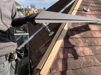 屋根工事前の棟板金の吹き飛び 新しい下地に取り付ける棟板金の加工