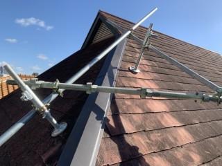 屋根工事前の棟板金の吹き飛び 棟板金交換完成