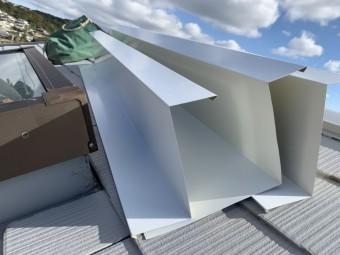 トップライト(天窓)の雨漏り修繕工事  ガルバリウム鋼板を加工したカバー材