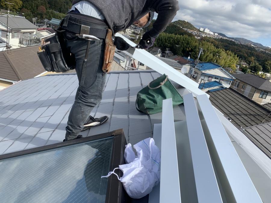 トップライト(天窓)の雨漏り修繕工事  細かい箇所は現場で加工します。