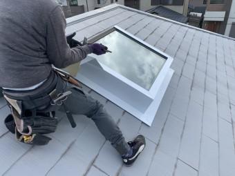 トップライト(天窓)の雨漏り修繕工事  トップライト側面の加工完了