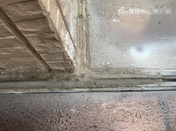 神戸市北区テラスからの雨漏り 壁際の納め