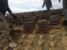 屋根の葺き替え工事 瓦の捲り