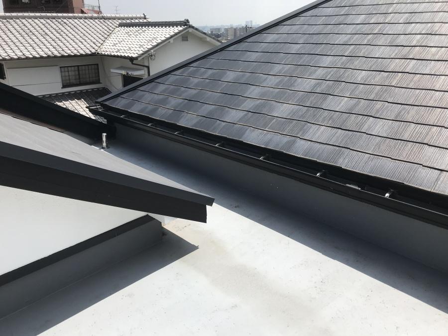 屋上と屋根が隣接しています。