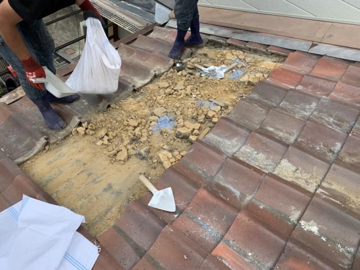 屋根葺き直し工事時の葺き土の撤去