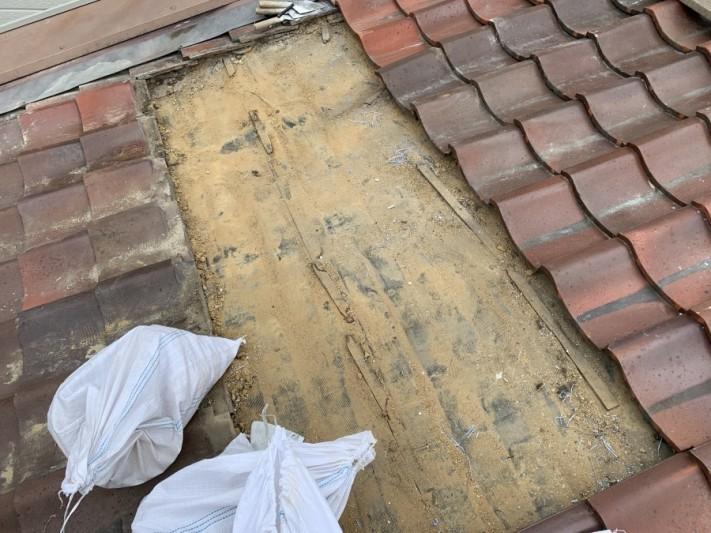 屋根葺き直し工事時の下地の清掃完了