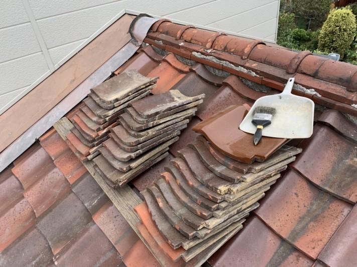 屋根葺き直し工事時に葺き直し用の地瓦