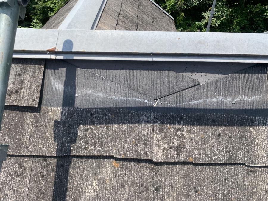 屋根補修工事時の捲れた屋根材の現状