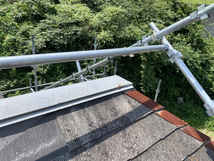 屋根補修工事の屋根の棟現状