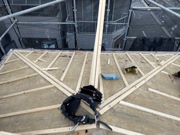 新しい野地板の為の下地胴縁を取り付けます。