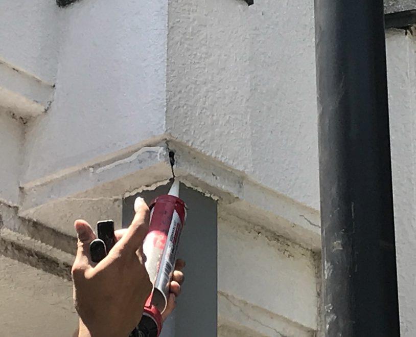 神戸市東灘区 部分塗装のメンテナンス、塗装の上塗りをかけていきます。