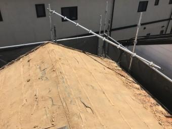 神戸市北区 ガルバリウム屋根に葺き替え 葺き土清掃